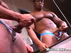 Latin bodybuilder Emilio jerking off dick, Added: 2011-11-13 by Muscle Hunks